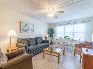 Gulfview II 302 - Cozy Condo, Private Balcony, Clubhouse, Tennis Courts, Pool