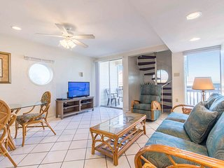 Bahia Mar 175 - Colorful 3 Bd/3 Ba Condo with Upstairs, Beach Views from