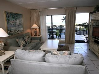 Charming condo just steps from the beach. Washer/dryer. - Saida III 303