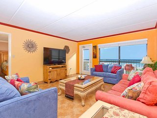 Saida IV 902 - Oceanfront Condo w/ Balcony, Seasonal Poolside Bar, Pools, Spas