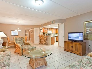 Beach View 210 - Beautiful condo, tropical landscaping, across the street from