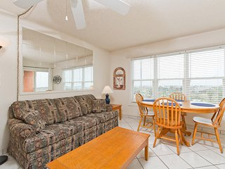 Cute condo with a beach view! Next to Schlitterbahn Waterpark. - Gulfview II 609