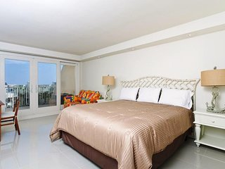 Solare Tower 405A - Luxurious Tropical Resort, Private Balcony Overlooks Pool