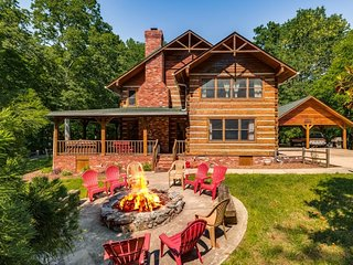 Stunning Cabin Nestled in the Woods Near Nashville