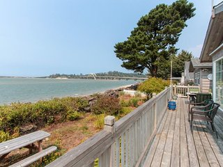 Classic, bayfront family home w/ incredible views & beach access!