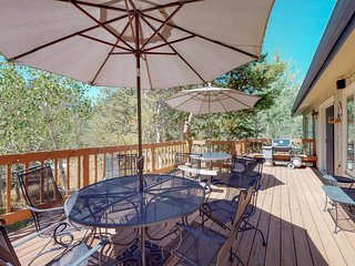 NEW LISTING! Cozy family home w/mountain view & private hot tub -near hiking