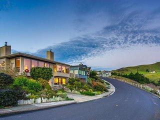 Spacious home with stunning ocean views - walk to the beach & golf!