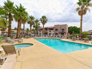 Modern 2 bed 2 bath Condo Corner Unit Overlooking the Pool!