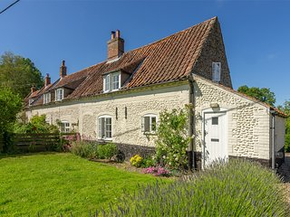 KT007 Cottage situated in Field Dalling