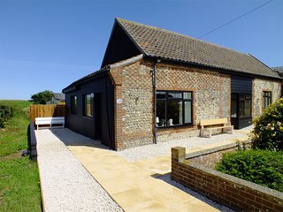 KT195 Cottage situated in Mundesley