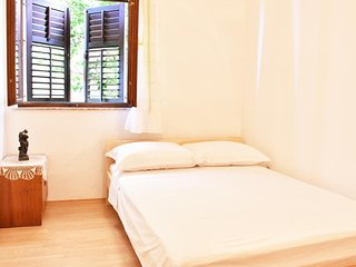 Tucepi Apartment Sleeps 2 with Air Con and WiFi - 5466575