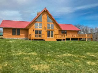 Custom built log home, Almost Heaven is minutes from Canaan Valley