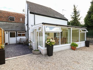 TEMBO'S REST, conservatory, ideal for families, near Sandwich
