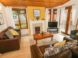 WINDERMERE LODGE, dog-friendly, Troutbeck Bridge