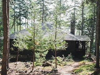 Stunning Views of Linekin Bay | Classic Sprucewold Cabin in the Pines