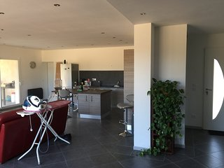 Villa neuve type contemporaine avec SPA