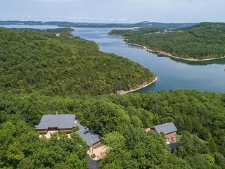 Turtle Ridge - Pet Friendly Gorgeous Table Rock Lake Home with Guest House