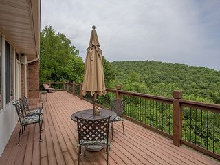 Turtle Ridge - Gorgeous Table Rock Lake Home with Guest House