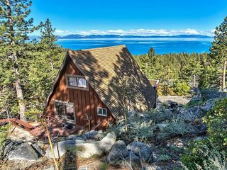 NEW LISTING! Dog-friendly cabin w/ amazing Lake Tahoe view - walk to the beach!