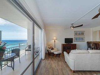 Ilikai 2040 Ocean / Lagoon / Fireworks Views Queen Bed Queen Sofa Bed
