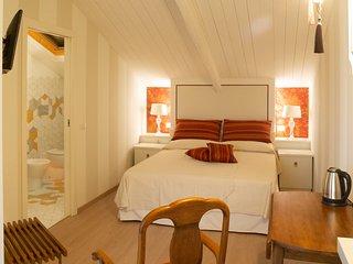 Maison Petit Perlage: The Pinot Meunier Room with Hammam.