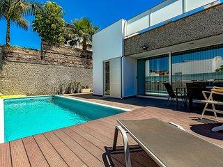 (D49) Villa with 6 Bedrooms, 4 Bathrooms