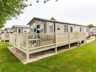 8 Berth, D/G, C/H. Decking with lake view. At Thrope Park. Pets Welcome. 42052