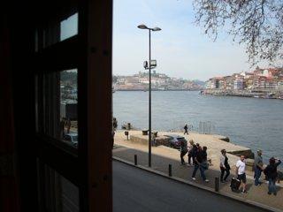 Amazing River Views - charming studio