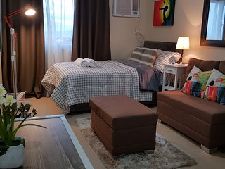 Cozy Studio Condo (Daily, Weekly, Monthly) in Alabang Muntinlupa near Malls