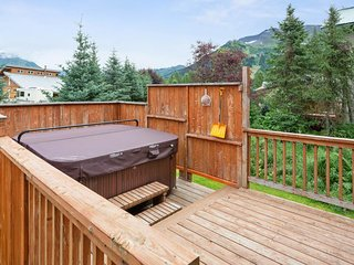 NEW LISTING! Contemporary cabin w/ private hot tub and gorgeous mountain views!