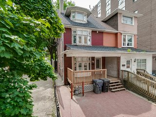 Classic 2 BR in King West and Ossington