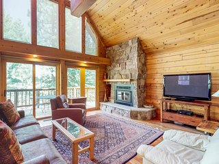 NEW LISTING! Spacious upgraded cabin w/shared pool, hot tub, tennis, near skiing