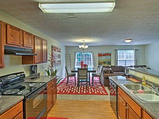 Spacious Townhome - 20 Minutes to Dtwn Atlanta!