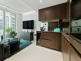 Sleek 1bed apt with private balcony - 5min to tube