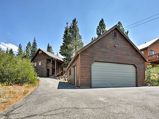 Remodeled Truckee Cabin w/Views Near Skiing & Golf