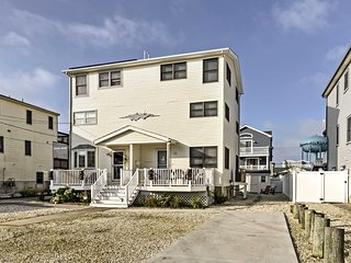 Sea Isle City House w/Patio - 2 Min. Walk to Beach