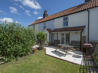 KT096 Cottage situated in Winterton on Sea