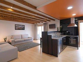 Porto Sun Rise apartment in Vila Nova de Gaia with WiFi, private terrace & lift.