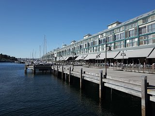 Waterfront Apartment on Sydney Harbour H390