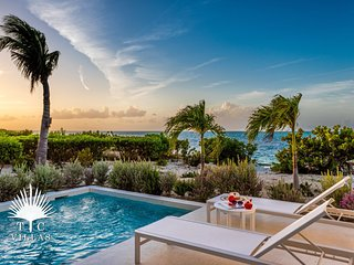 Beachfront Villa Sandpiper 2BR. Amazing views of Grace Bay & private pool!