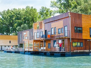 FLOATING ROOMS & APARTMENTS