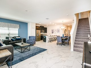 Luxury Furnished 5 Bedroom 4 Bathroom 8917SD