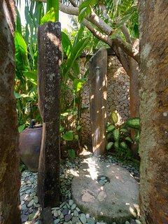 Villa Samadhana - Master suite outdoor shower