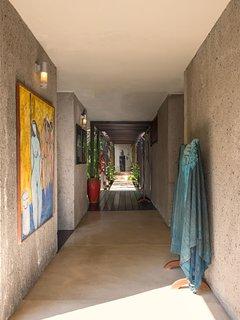 Villa Samadhana - Corridor to master suite
