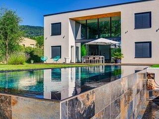 Exklusives Wohnen an der Côte d'Azur in der Urban Living Villa Peymeinade