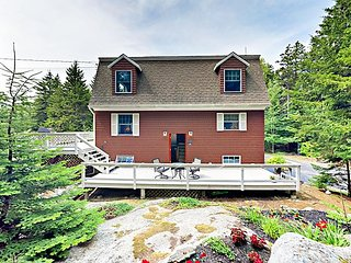 2BR Southport Island Cottage w/ Deck & New Luxe Kitchen, Near Boothbay Harbor