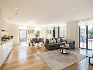 Modern and very spacious flat with balcony just by Portobello Road