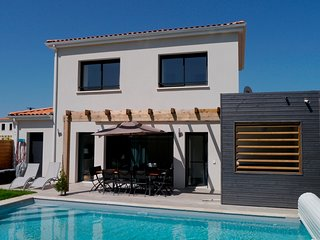 4 bed 4 bath luxury villa with private pool, hot tub and sports facilities