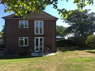 Large 3Bed house close to the sea within Chichester harbour & sussex countryside