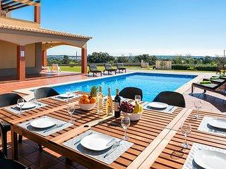 Alcantarilha Villa Sleeps 10 with Pool and Air Con - 5666533